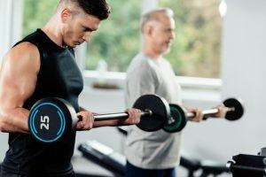 2 man liftin weights. Weight training through injury.