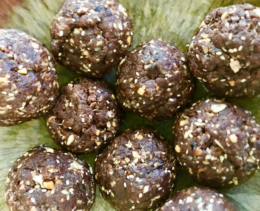 Choclate, peanut butter, date and oat bliss balls recipe